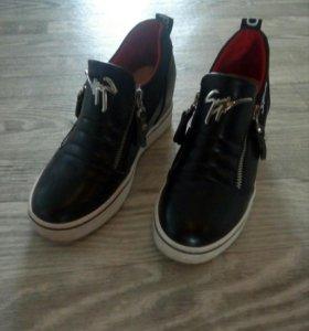 Женская обувь ,ботинки