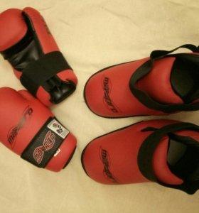 Перчатки и футы для таэквондо, новые