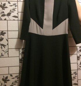 Силуэтное новое платье, размер 42-44.