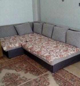 Угловой диван кровать.