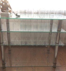 Стеклянный стол на хромированных ножках