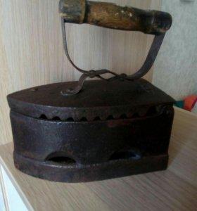 Старинный, угольный утюг