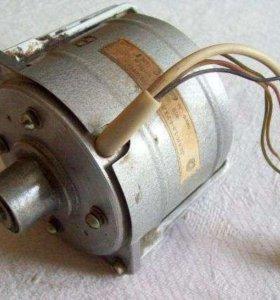электродвигатель дкам-1,8-4-ухл 4 от магнитофона