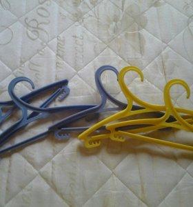 Вешалки для детской одежды