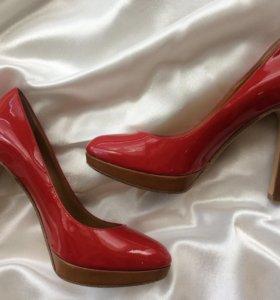 Красные лаковые туфли KORS Michael Kors