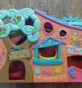 Домик и фигурки фирмы Littles Pets Shop.