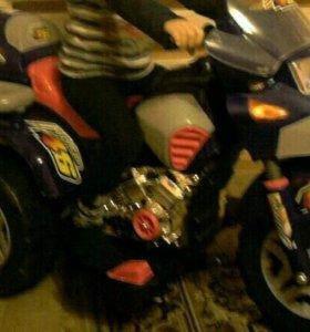 Срочно !Продам детский мотоцикл на аккумуляторе