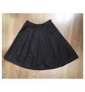 Классическая чёрная юбка с орнаментом