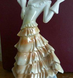 "Фарфоровая статуэтка ""Танцующая дама"". Германия."