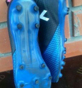 Бутцы футбольные Adidas размер 40.5