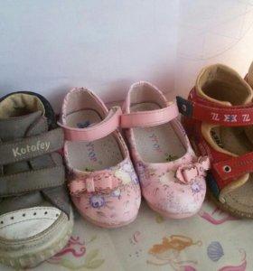 Обувь для девочки 21-22 размеры.Цена за все.