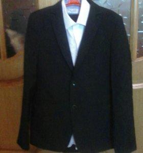 Школьный костюм на мальчика.