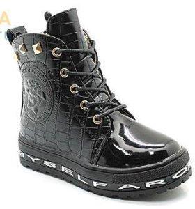 Новые,детские ботинки.