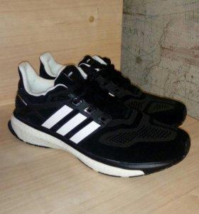 Красивые кроссовки Adidas