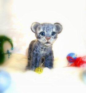 Валяная игрушка Снежный Барсик