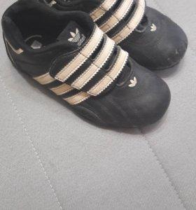 Кроссовки Adidas детские.