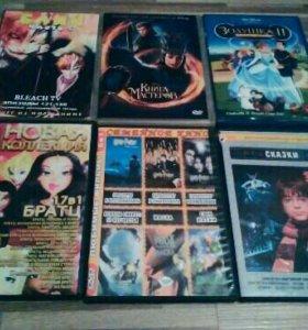 Диски с мультиками и фильмами.