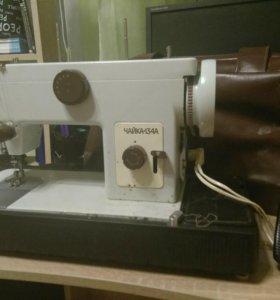 Бытовая швейная машинка