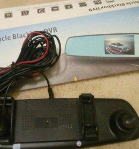 Зеркало заднего вида с видео регистратором.