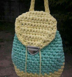 Вязанные рюкзаки из трикотажной пряжи.