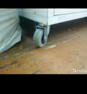Шкаф в ванную, на колесиках.