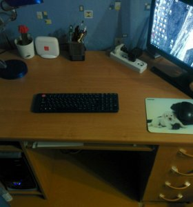Продам отличный компьютерный стол