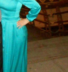 Вечернее платье очень красивое