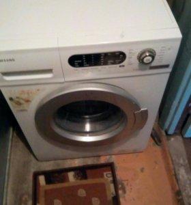 Машинка стиральная автомат .