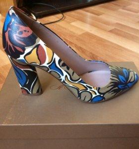 Продам новые туфли от Аллы Пугачевой