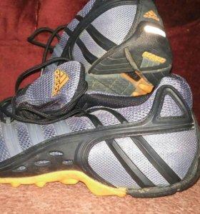 Кроссовки Adidas фирменные