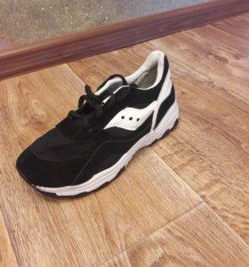 Новые кроссовки размер 37