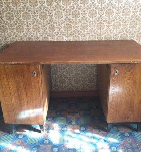 Стол письменный, деревянный.