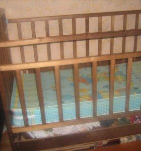кроватка качалка с матрасиком и с ящиком для белья