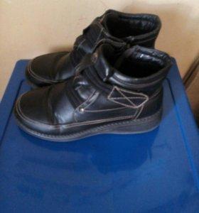 Продам ботинки демисезонные 40 размер