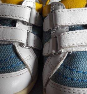 Кросовки для мальчика Chicco balance 20р.