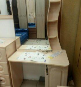 Стол туалетный.