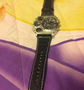 Продам часы Oulm