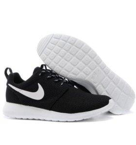 Nike Roshe Run Men (Black/White)