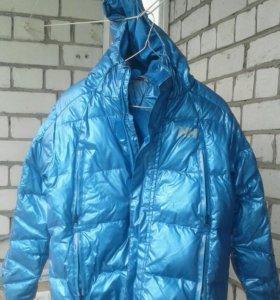 Очень теплая и легкая куртка. Helly Hansen..