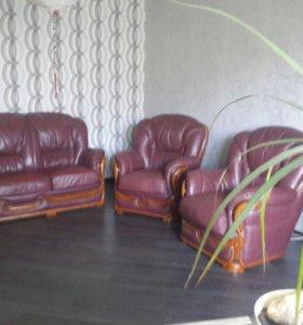 Продаю диван + 2 кресла