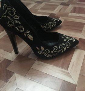 Туфли 450 35 размер, может подойти на 36)