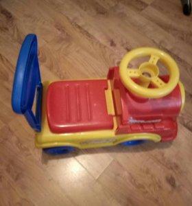 Машинка-каталка для малышей
