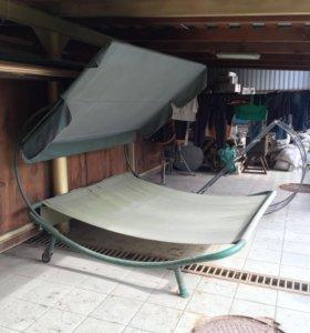 Кровать садовая на колесиках