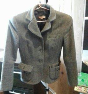 Драповый пиджак