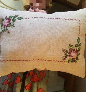 Подушка с вышивкой. Ручная работа