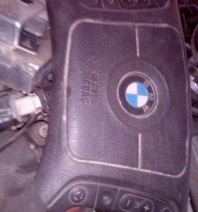 BMW 523i кузов Е39 подушка в руль