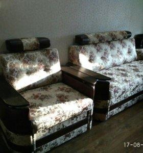Угловой диван, раскладное кресло и пуф