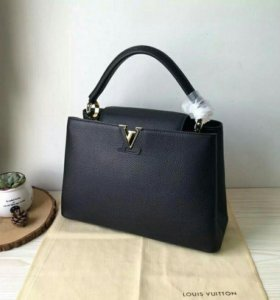 Сумка Louis Vuitton Capucines MM Noir