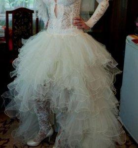Свадебное платье и ажурные сапожки