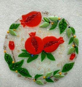 Декоративная тарелка из цветного стекла